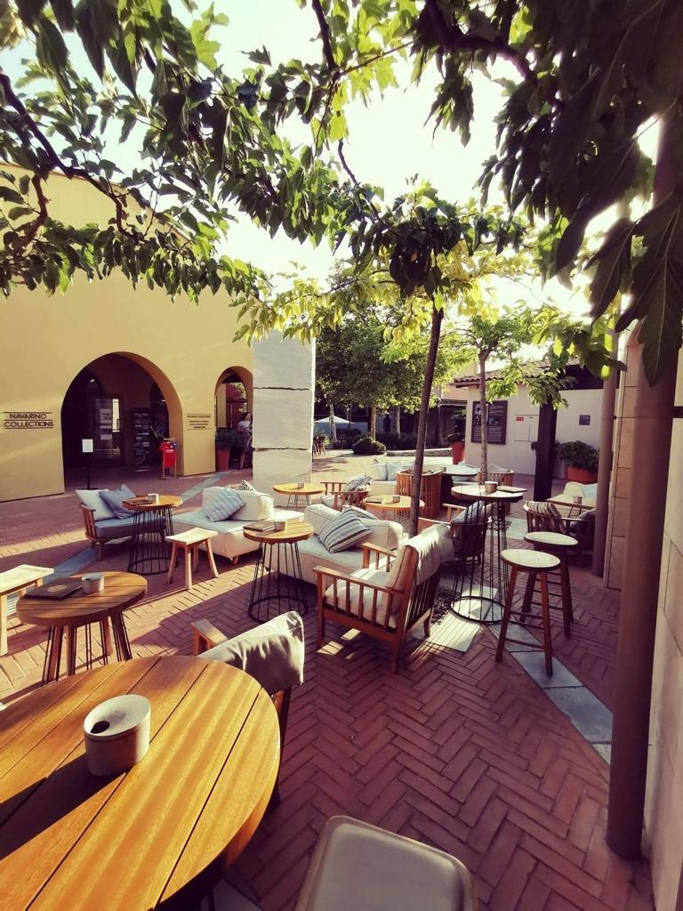 Branco The Tiki Bar enka moisiadis