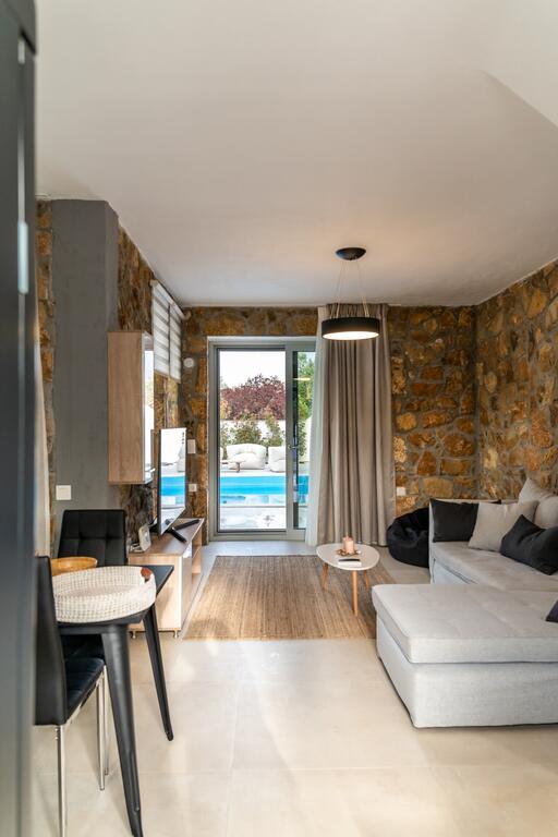 Villa Achinos Luxury Accommodation